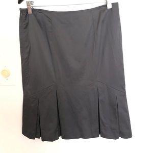 BEBE pleated Gray skirt size 8, side zipper.